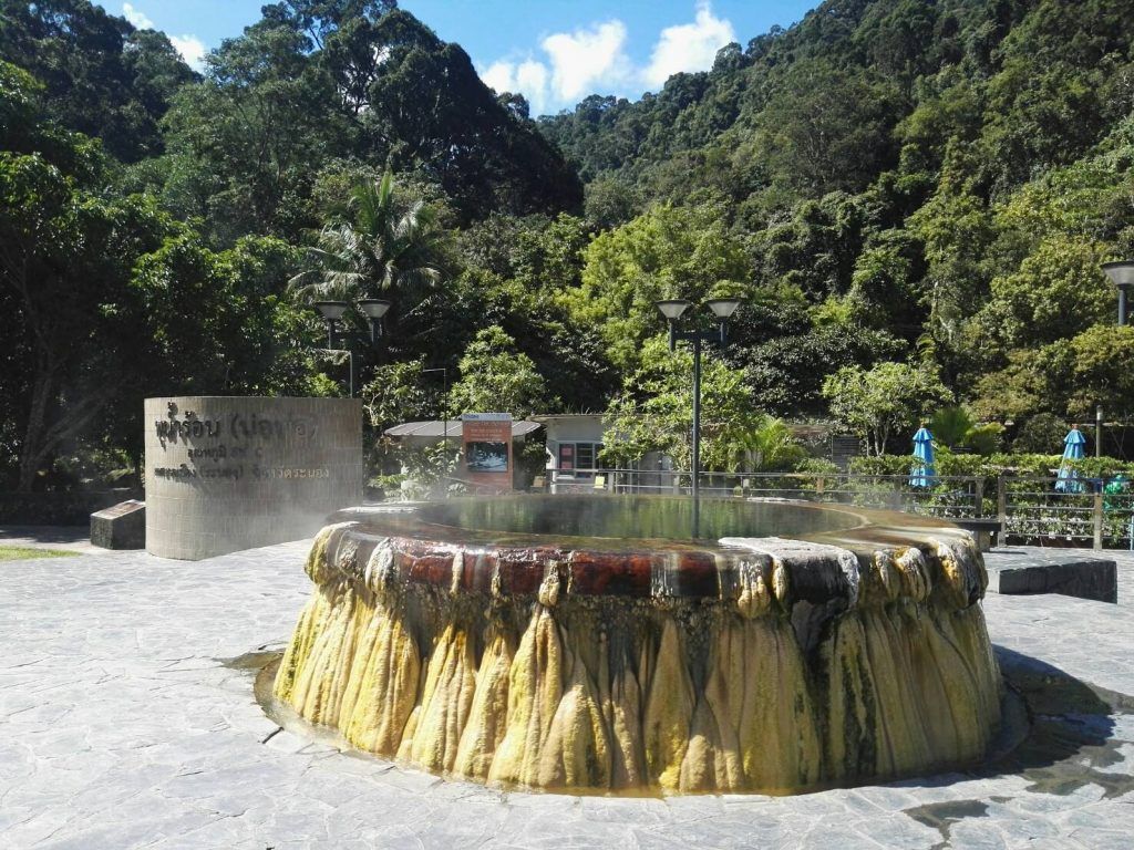 บ่อน้ำร้อนสวนรักษะวาริน